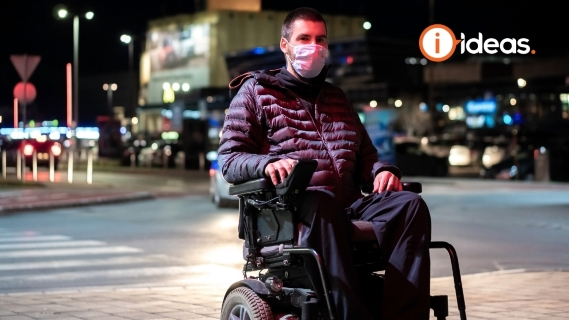 wheelchair user wearing a face mask