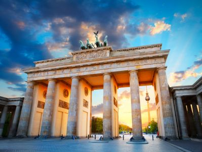 An image of the Brandenburg Gate, a sandstone monument dating from the 18th Century.