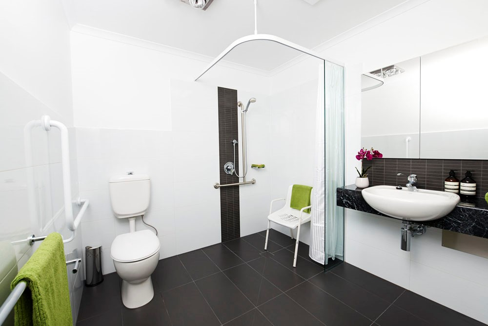 Modified bathroom with non-slip tiles, design and functionality are at the forefront of this bathroom.